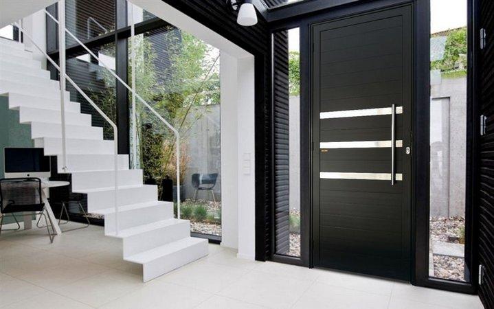 Porta pivotante de alumínio preta