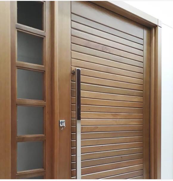 Exemplo de uma porta de madeira