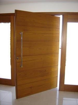 Porta pivotante cerejeira