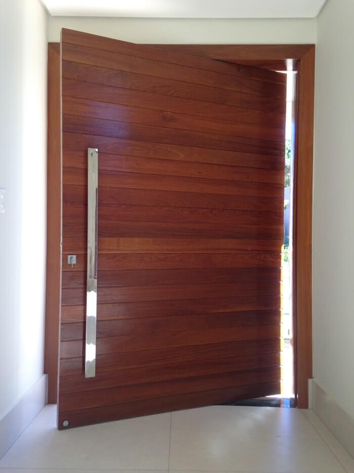 Porta de madeira com 160 de largura