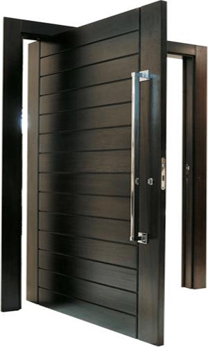 Porta de madeira pivotante em laca preta